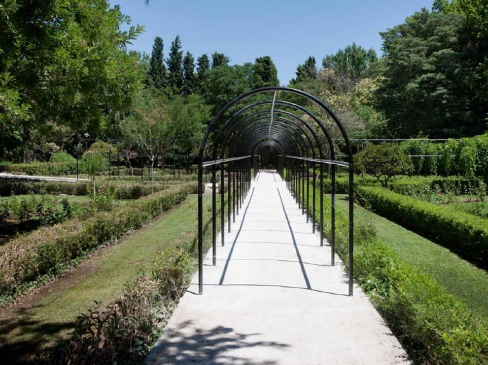 Pérgola de la Rosaleda del Parque Grande