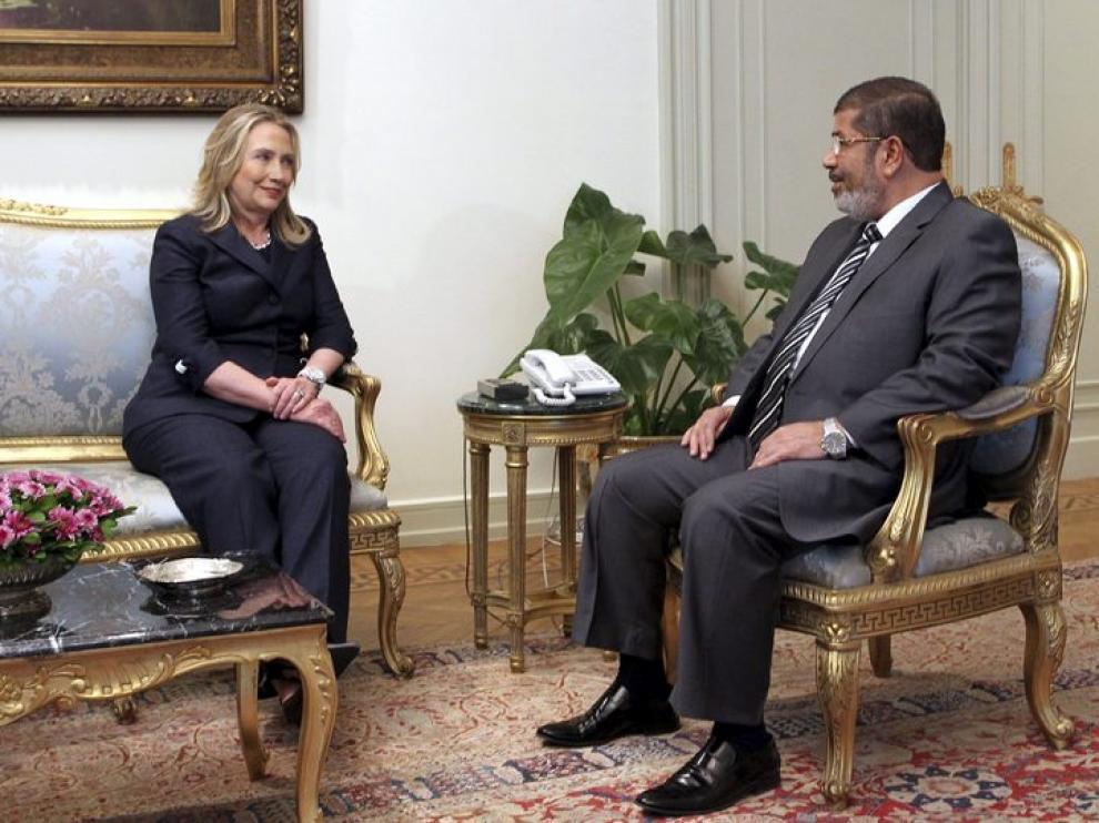 Clinton se reunió con el presidente Mursi en El Cairo en julio