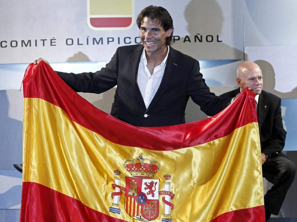 Rafa Nadal con la bandera de España