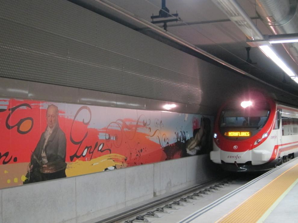 Un tren en la Estación de Cercanías de Goya, en Zaragoza.