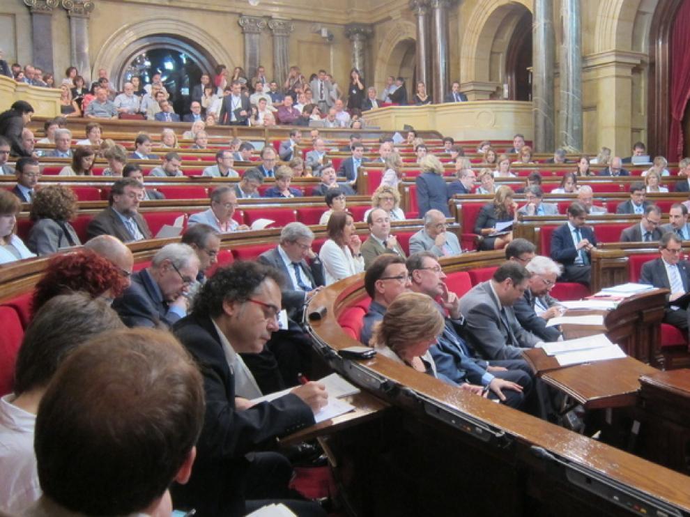 Imagen de un pleno del Parlamento catalán