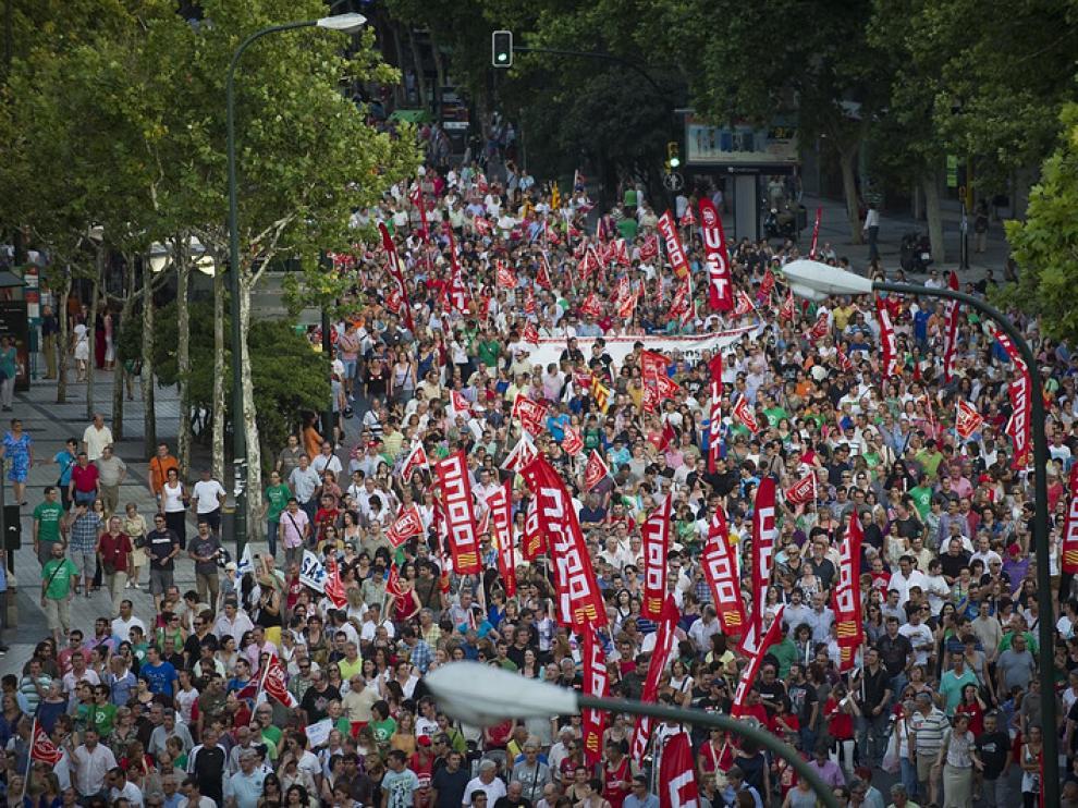 Decenas de miles de aragoneses protestan contra los recortes