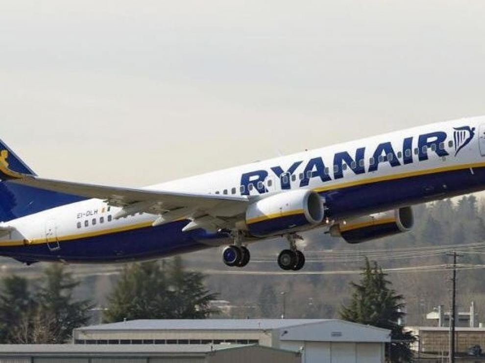 Ryanair relizará pruebas en España en abril para contratar nuevos tripulantes de cabina