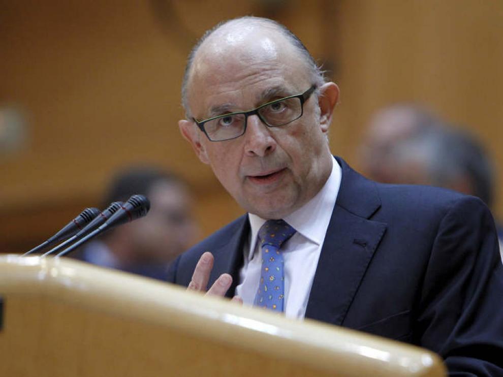 El ministro de Hacienda, Cristóbal Montoro, durante su intervención en el pleno del Senado.