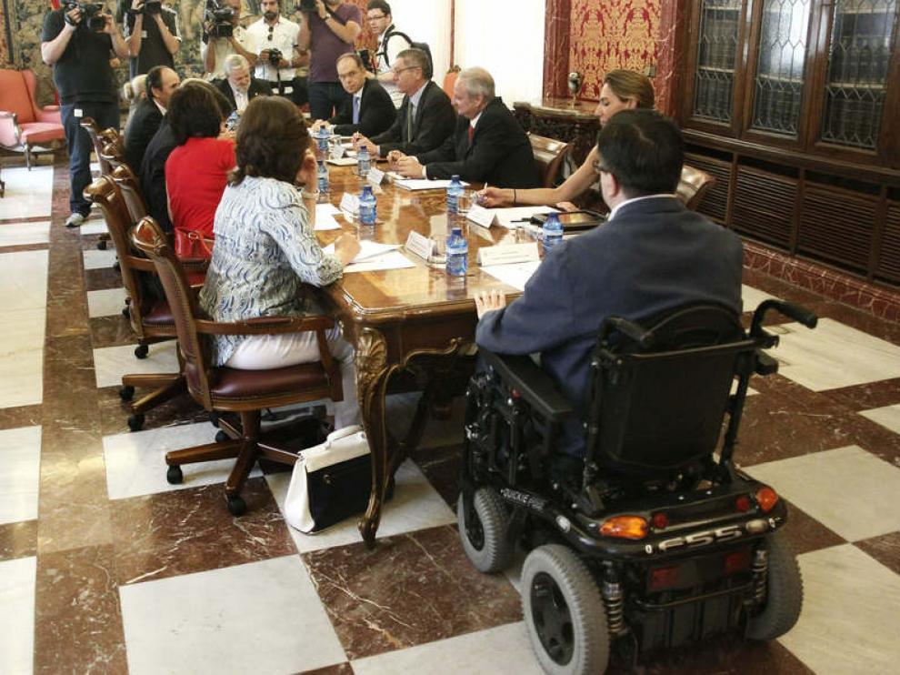 Imagen de archivo de una reunión con representantes del CERMI.