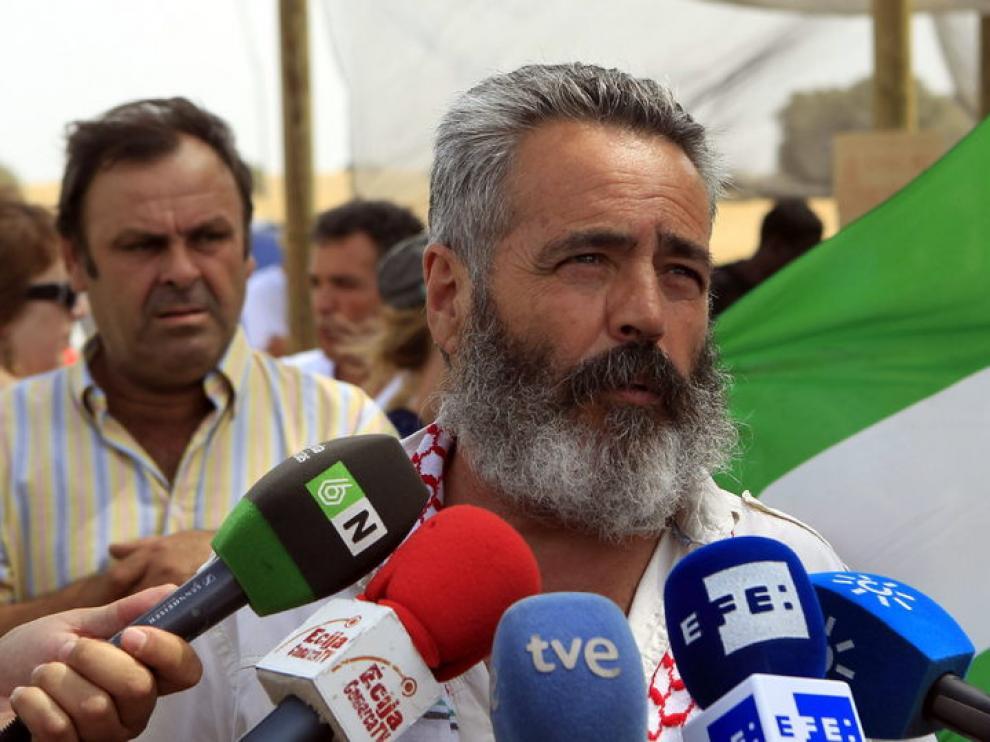 Juan Antonio Sánchez Gordillo atiende a los medios de comunicación