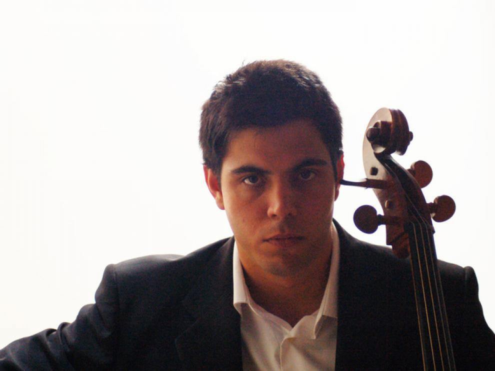 Eros Jaca, violonchelista, foto de archivo.