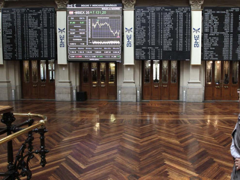 La pantalla de la Bolsa de Madrid refleja la evolución del IBEX 35