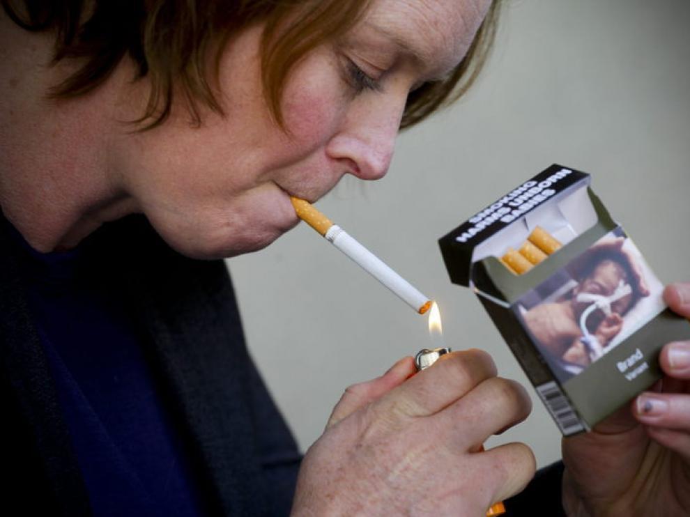 Imagen de una fumadora