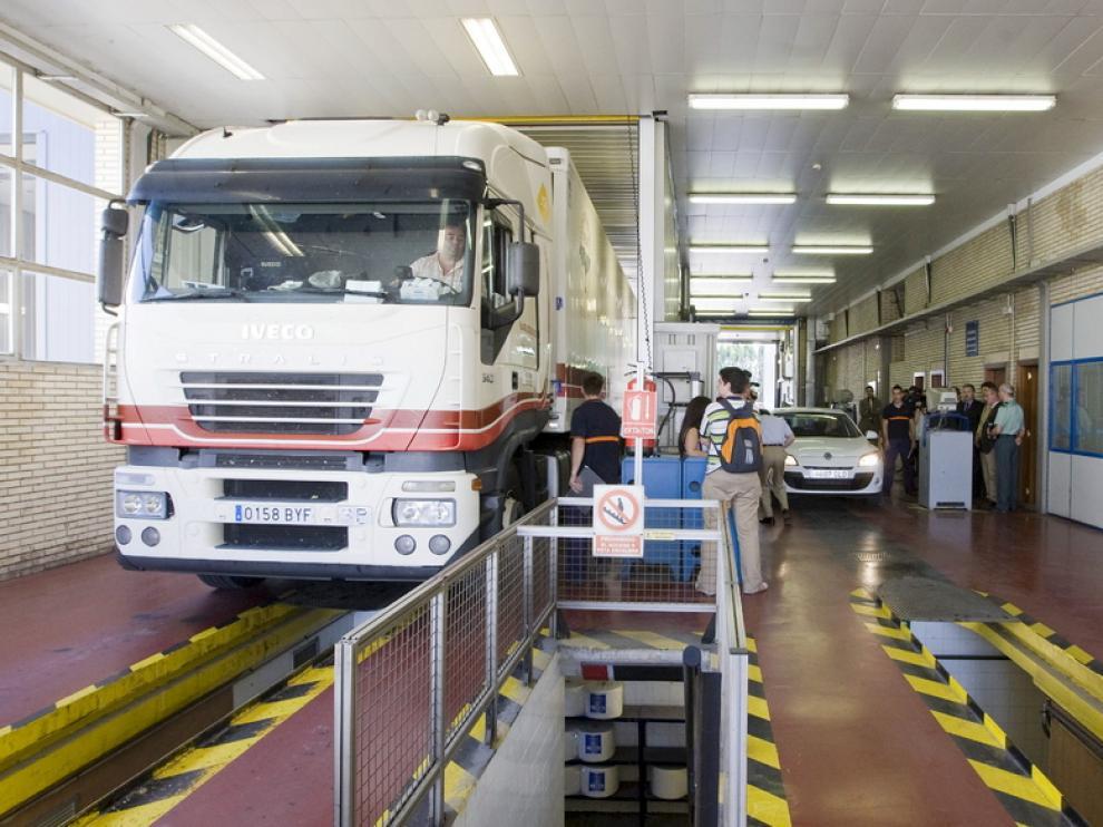 Interior de la ITV en el centro de Malpica