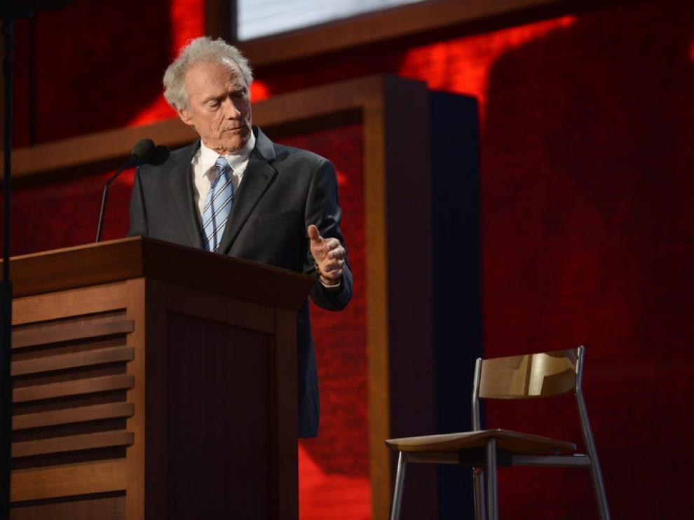 Clint Eastwood habla para los republicanos con un imaginario Obama
