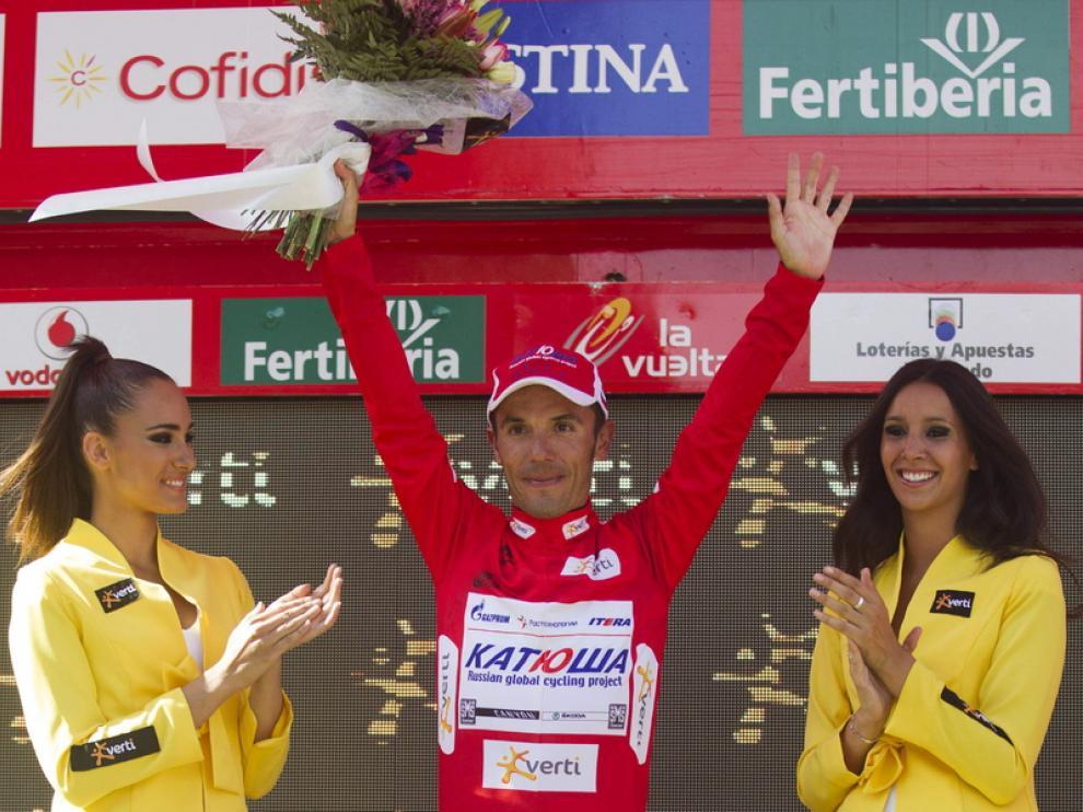 Purito Rodríguez celebra su victoria en el podio.