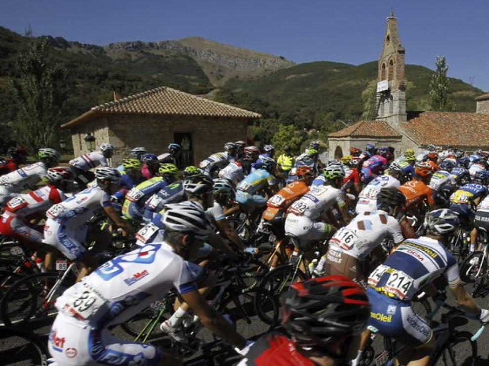 Salida de la decimoquinta etapa de la Vuelta Ciclista a España