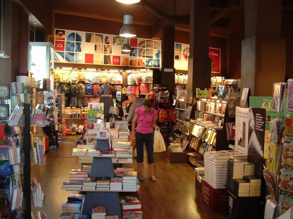 La tranquilidad ha regresado a algunos comercios, como la librería Santos Ochoa, tras la avalancha de clientes de los últimos días de agosto