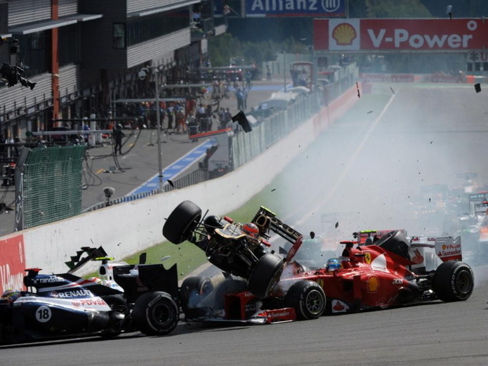 Alonso perdió la oportunidad de afirmar su liderato por el accidente en el circuito de Spa.