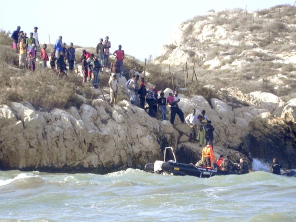 83 inmigrantes permanecían ayer en el islote