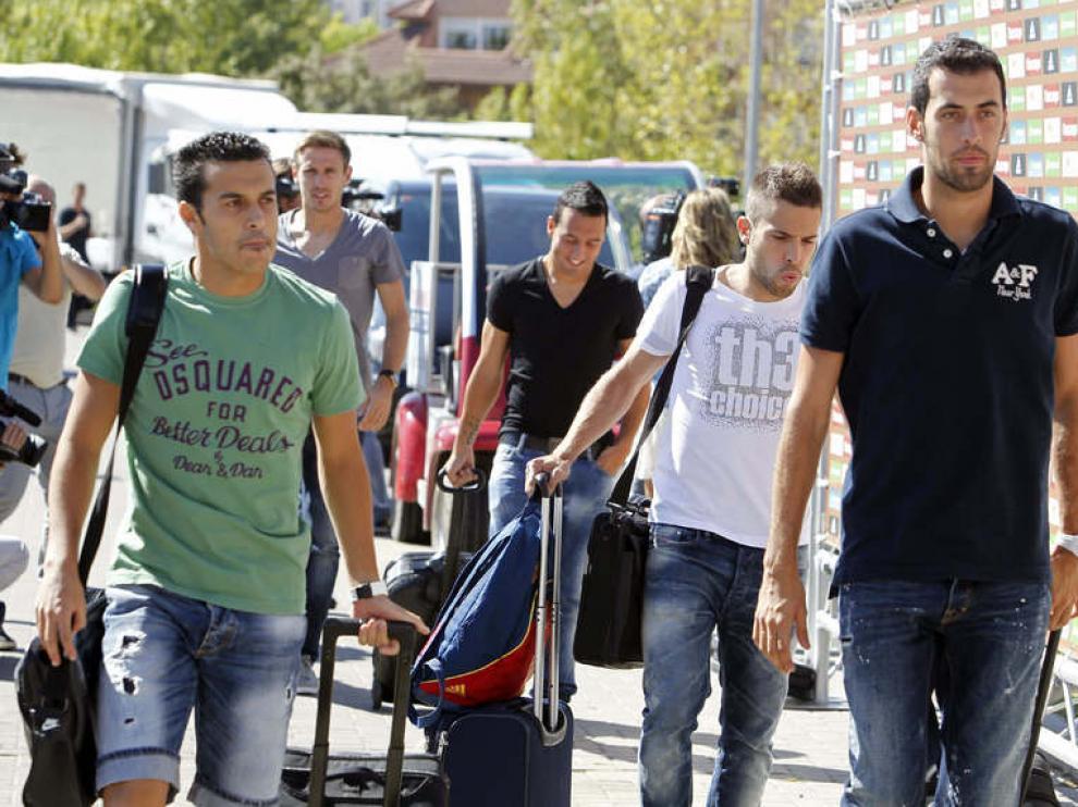 Pedro y Busquets, en primer término, en su llegada a Las Rozas