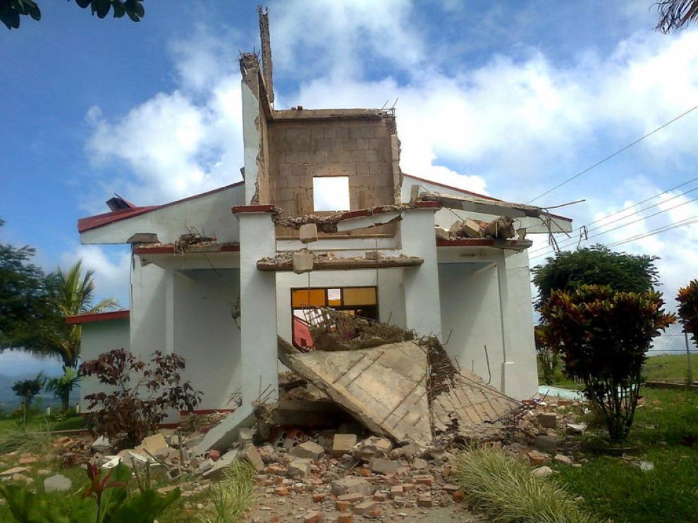 Una casa destruida tras el seísmo