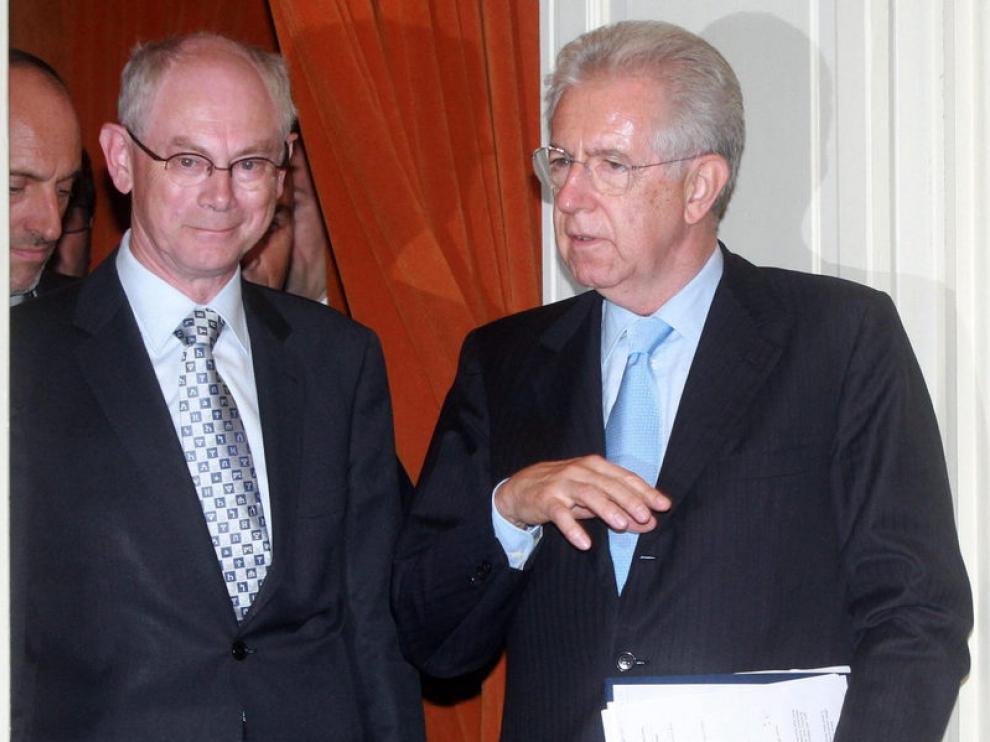 El presidente del Consejo Europeo, Herman Van Rompuy, y el primer ministro italiano, Mario Monti