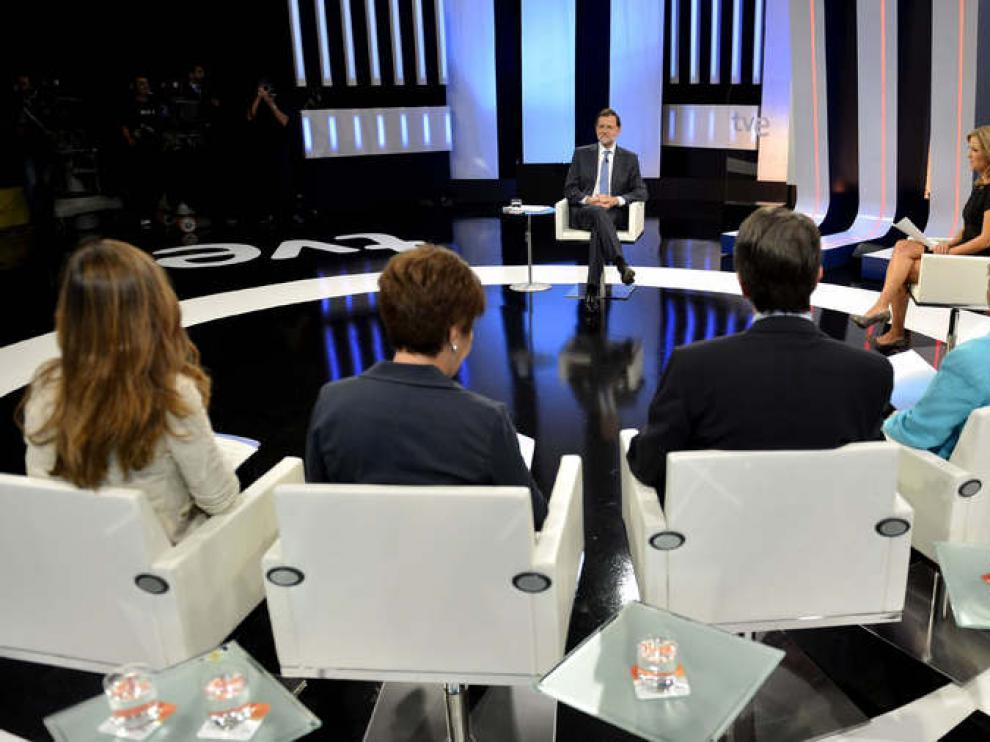 El pte. del Gobierno, Mariano Rajoy, frente a los periodistas
