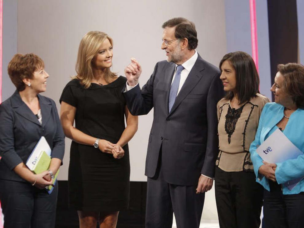 Mariano Rajoy conversa con las periodistas