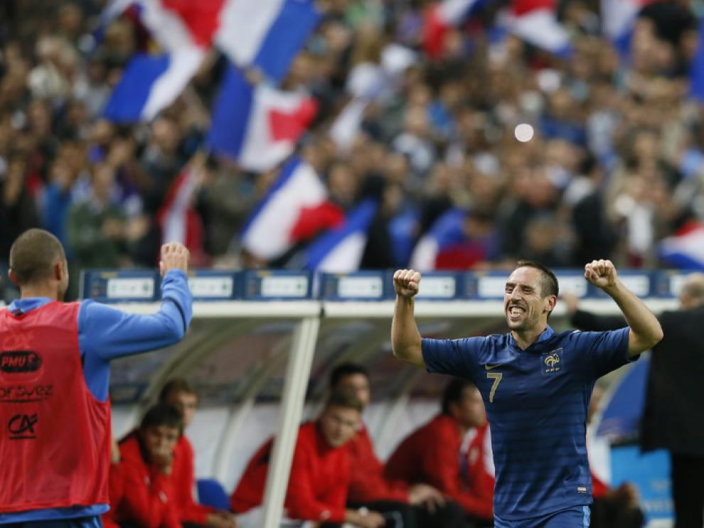 Ribery celebra su gol en el enfrentamiento entre Francia y Bielorrusia