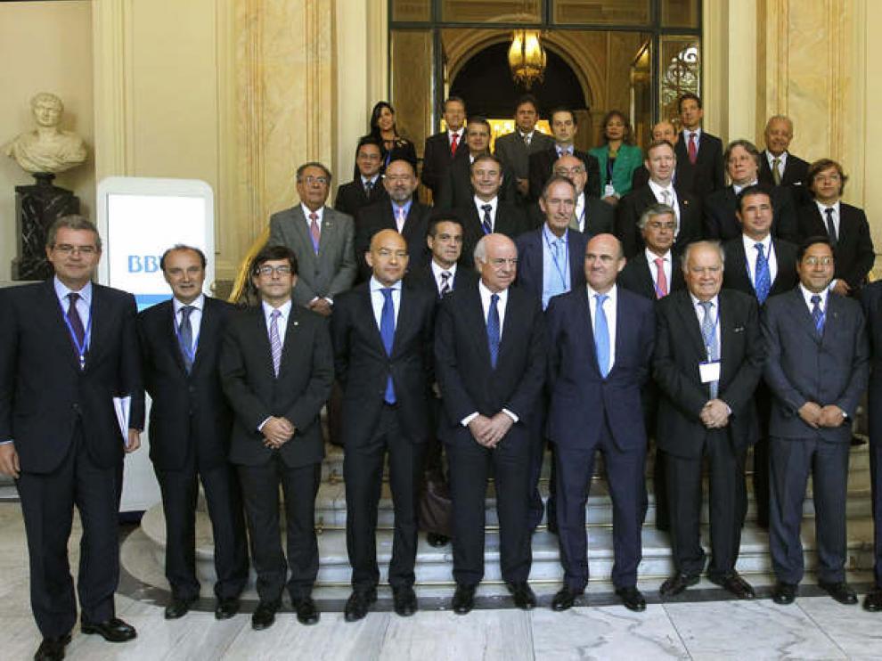 Foto de familia de los asistentes a la reunión de relaciones económicas con Iberoamérica