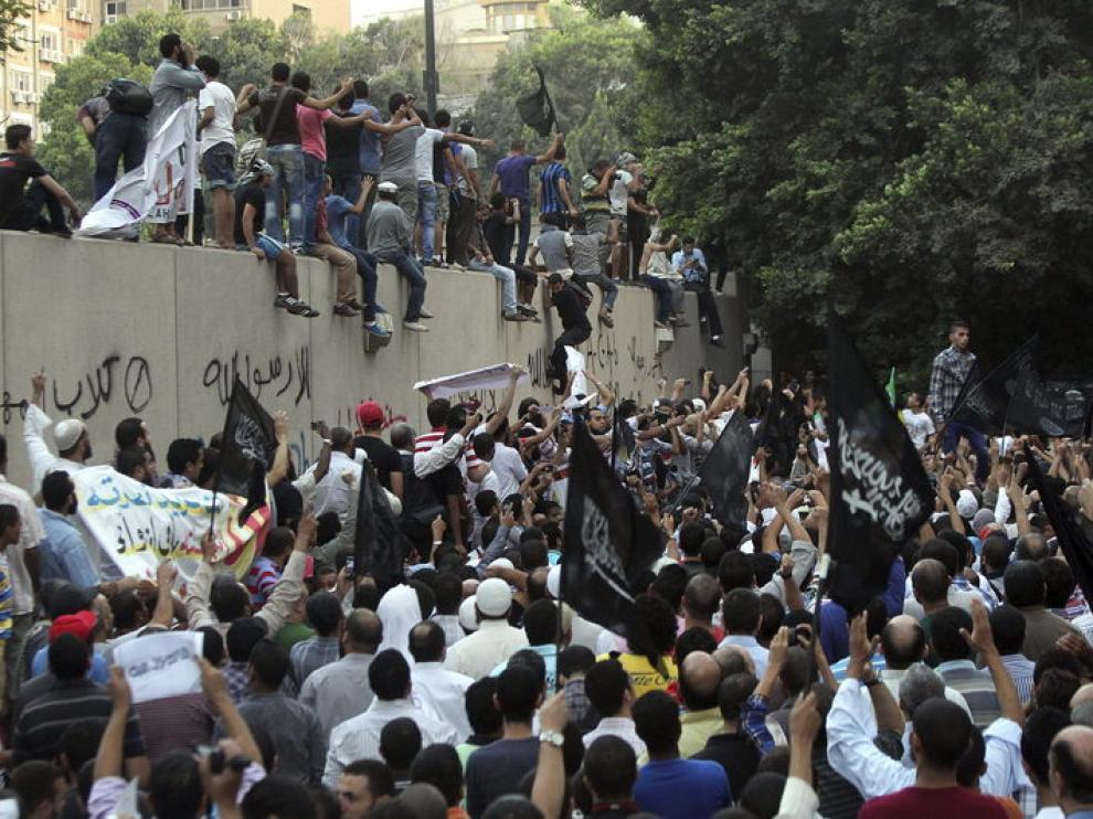 Manifestación en El Cairo enfrente de la embajada estadounidense