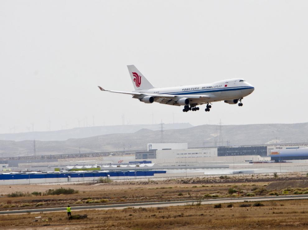 Despegue de un avión en el aeropuerto de Zaragoza