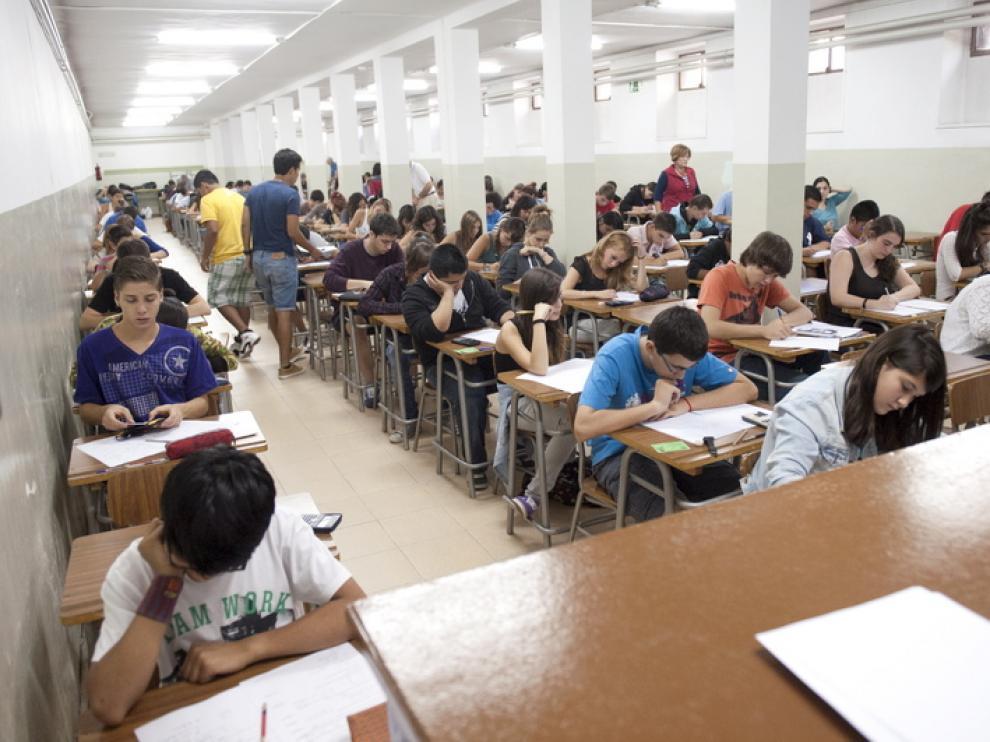 Los estudiantes aragoneses de secundaria, durante los exámenes de recuperación