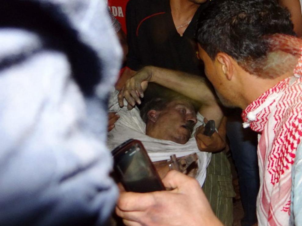Imagen del embajador cuando era evacuado