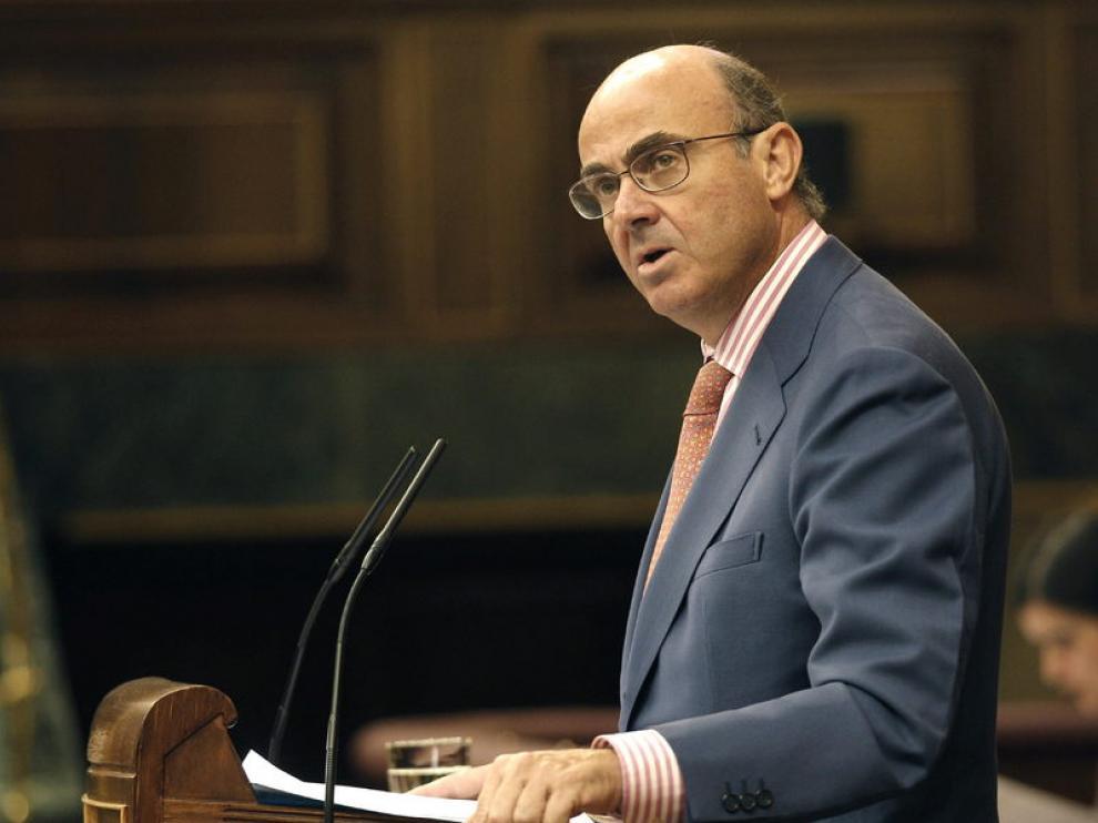Luis De Guindos, ministro de Economía, en una sesión de control al Gobierno