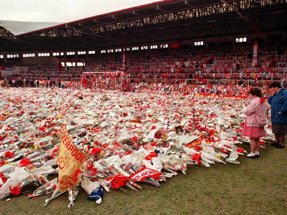 Ramos de flores en el estadio de Hillborough