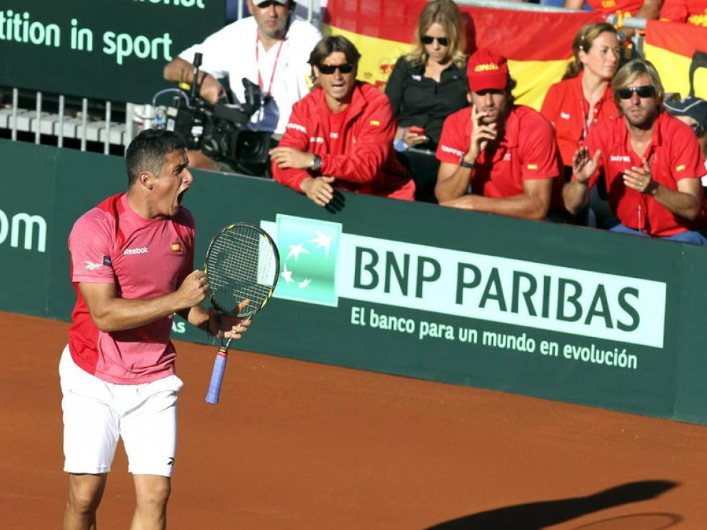 Almagro celebra un punto en el partido frente a Isner