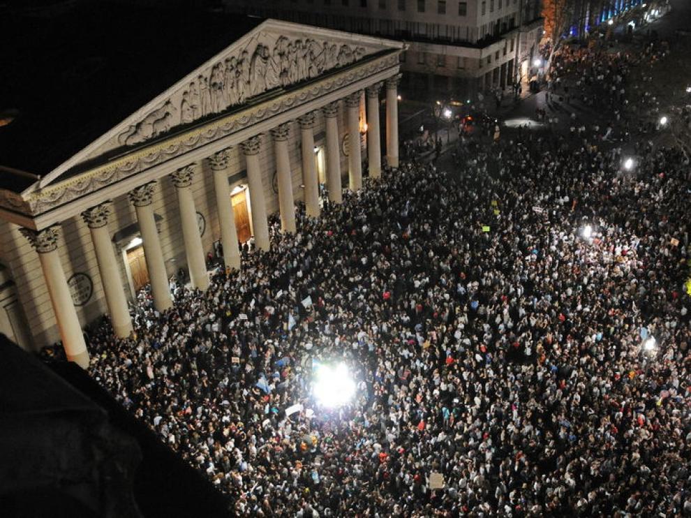La Plaza de Mayo, en Buenos Aires, tomada por los Argentinos Indignados