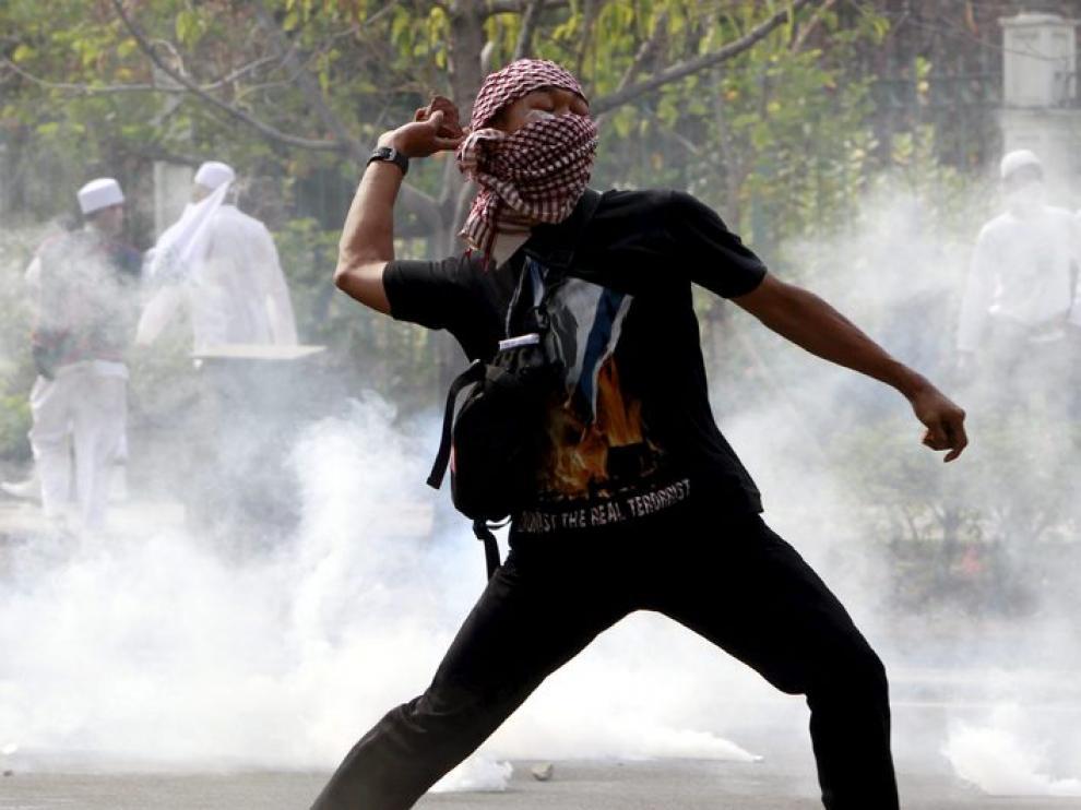 Protesta islamista frente a la embajada de EE. UU. en Yakarta