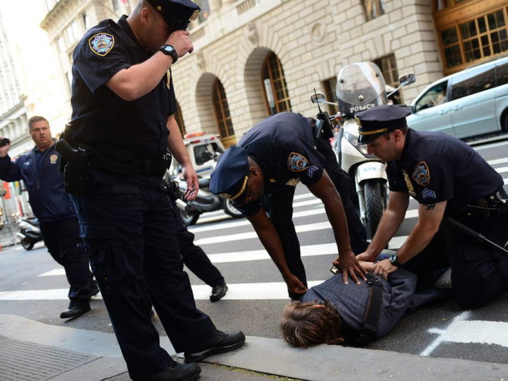 La Policía detiene a un manifestante