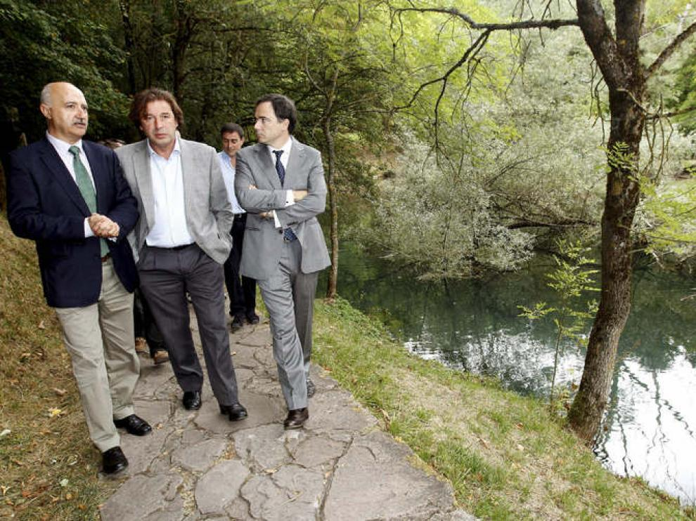 El presidente de la CHE visita el nacimiento del Ebro.