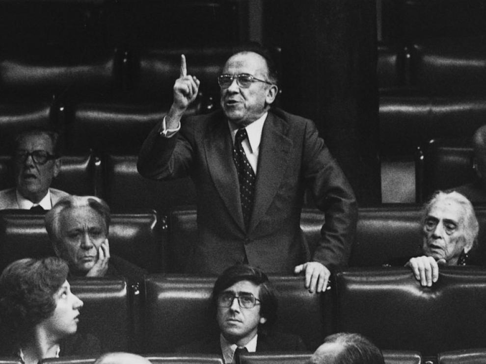 Santiago Carrillo durante una intervención en el Congreso de los Diputados, en 1977