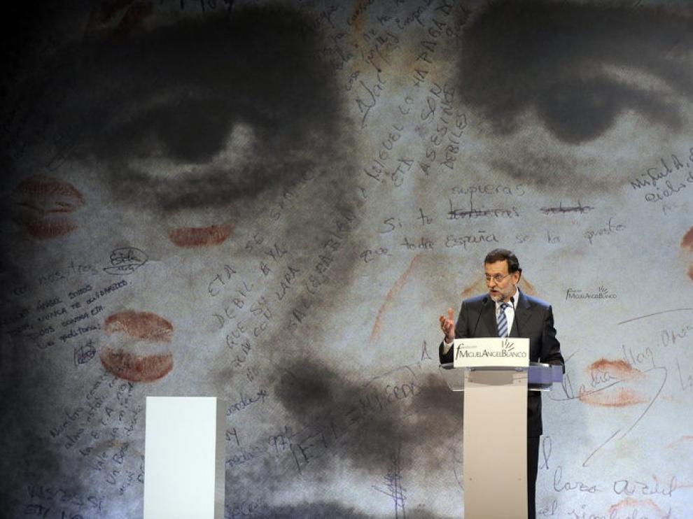 Rajoy ha pedido que nunca se olvide la memoria de las víctimas del terrorismo.