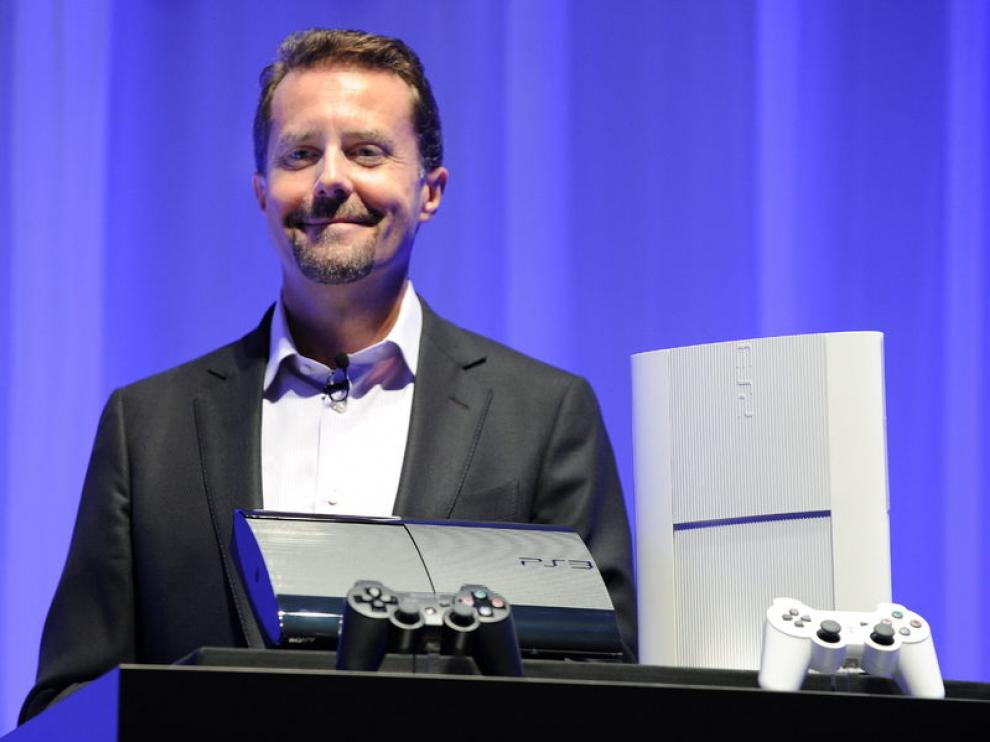 El grupo Sony presenta en Tokyo la nueva versión de la consola.