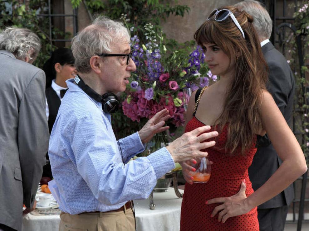 Woody Allen y Penélope Cruz durante el rodaje de 'A Roma con amor'.