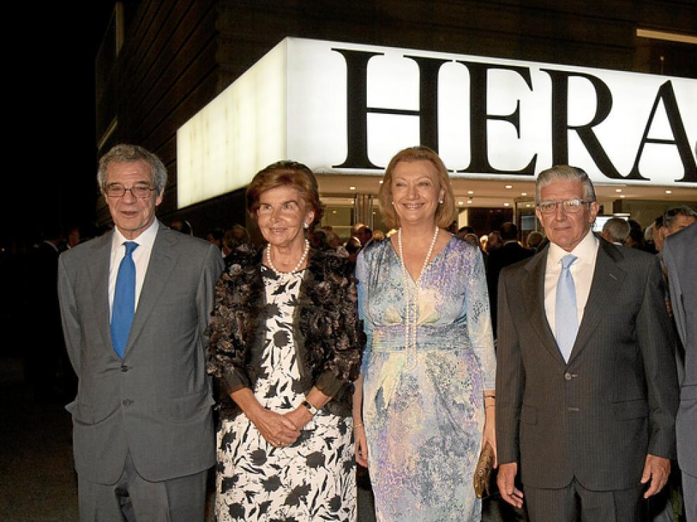 César Alierta, Pilar de Yarza, Luisa Fernanda Rudi, Fernando de Yarza y Antonio Angulo, ayer, en la planta de impresión de HERALDO. mestre/alcorta
