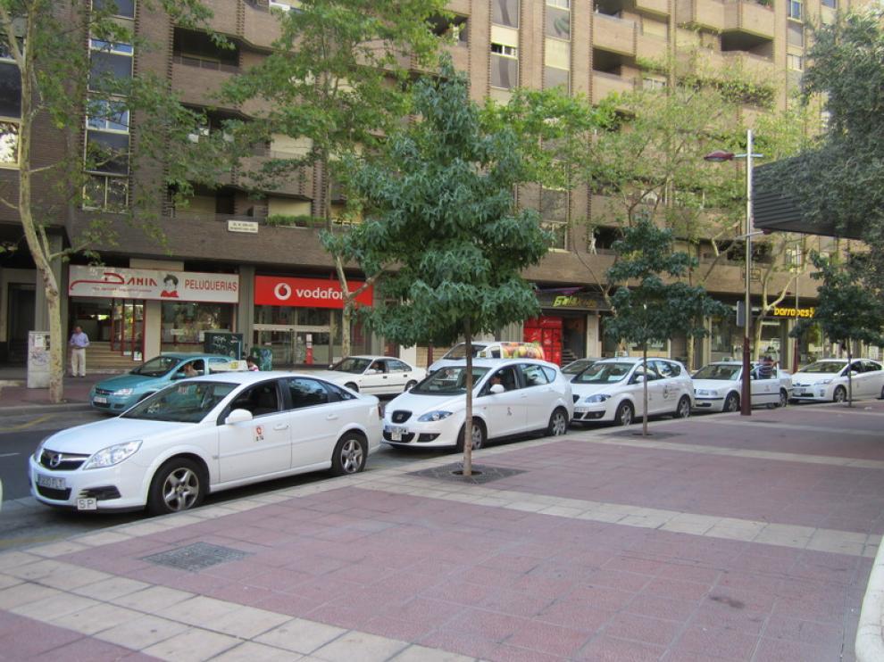 Parada de taxis situada en la calle de León XIII