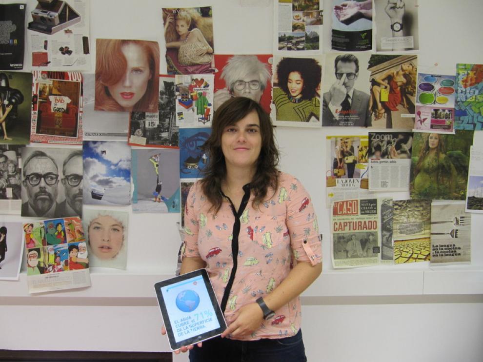 Teresa Martín muestra una aplicación de Hellobook