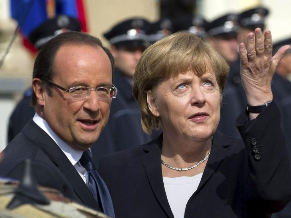 Hollande y Merkel, durante el acto