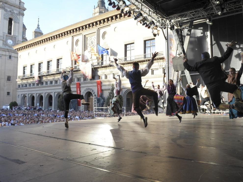 Joteros bailando en la Plaza del Pilar en 2009