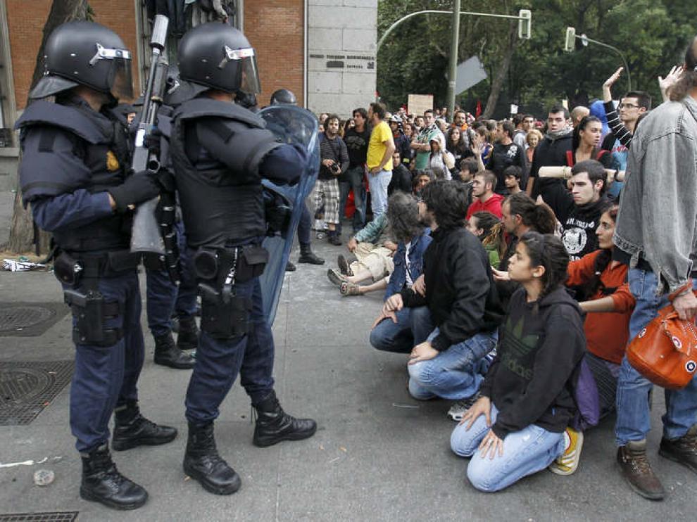 Arrancan las marchas hacia el Congreso, blindado por un cordón policial
