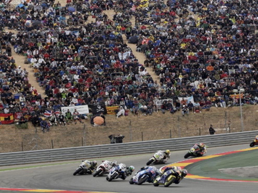 Los aficionados esperan a los mejores pilotos del campeonato en Motorland