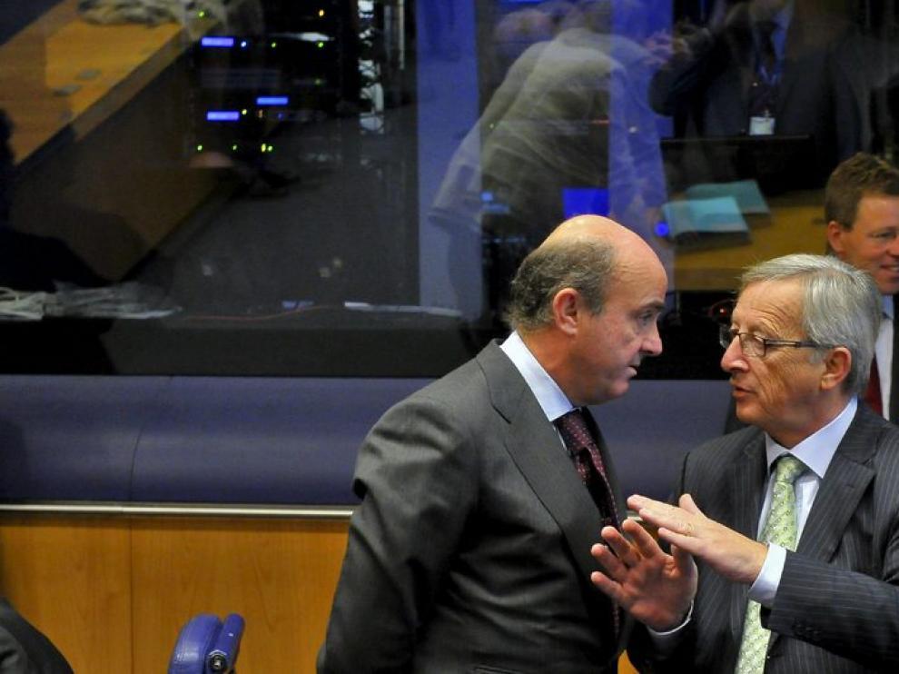 Luis de Guindos y Jean-Claude Juncker